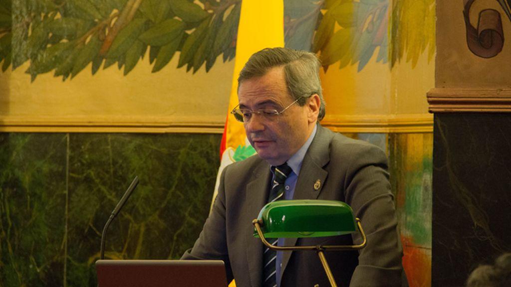 Pedro Piqueras recoge el Premio Carlos Margarit