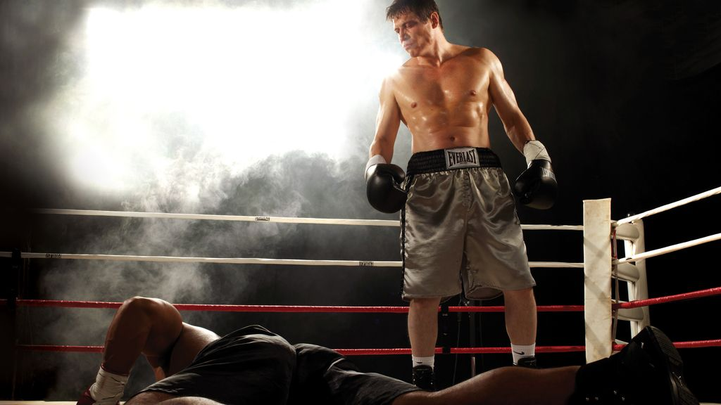 Trabajar para un mafioso o volver al ring, difícil decisión