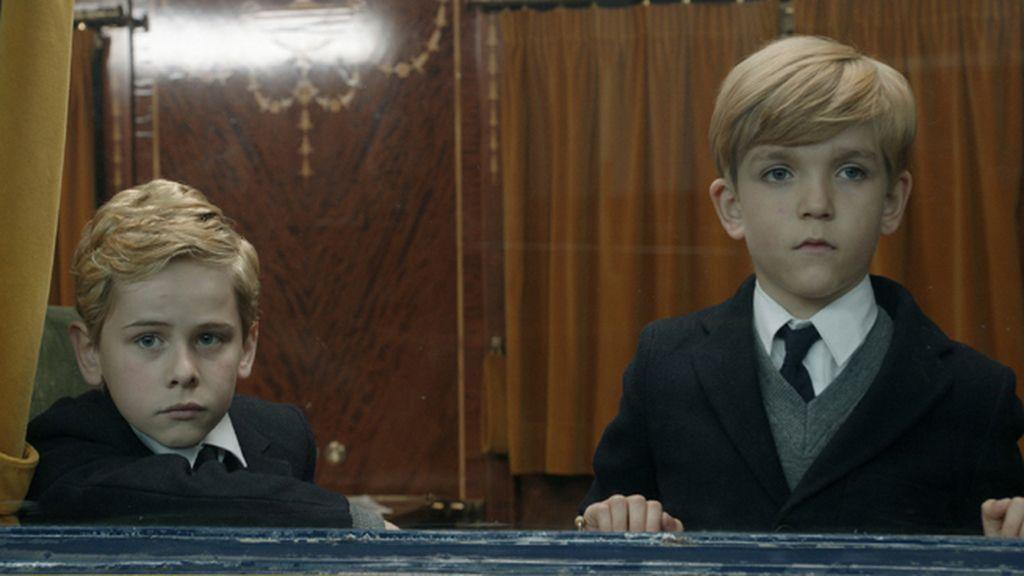 Enrique Aragonés, Patrick Criado y Fernando Gil interpretan al soberano en su niñez, su adolescencia y su madurez