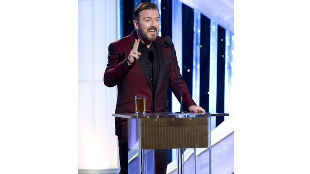 Ricky Gervais se muerde la lengua en sus terceros Globos como conductor de la gala