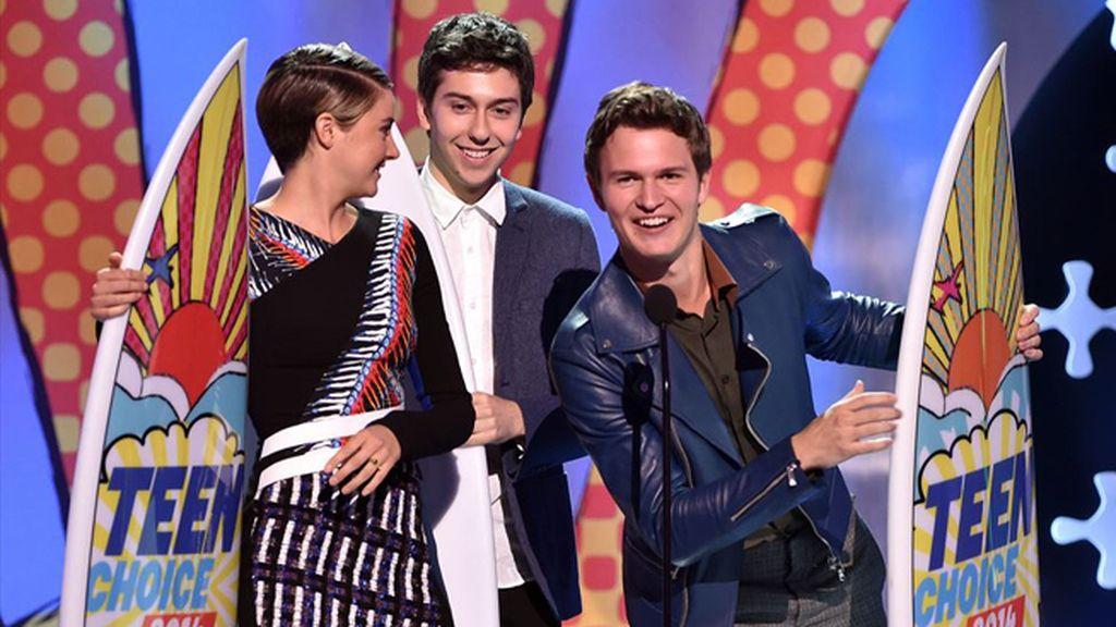 Ansel Elgort y Shailene Woodley, por 'Divergente'  y 'Bajo la misma estrella', grandes triunfadores de los premios que conceden los adolescentes entre las estrellas de cine, televisión y música