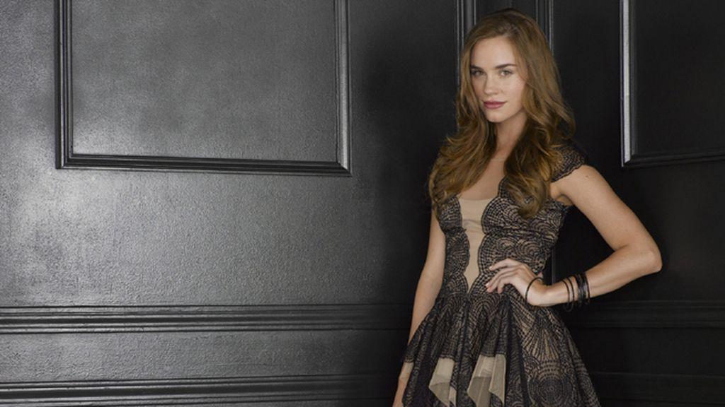 Christa B. Allen es Charlotte 'Charlie' Grayson