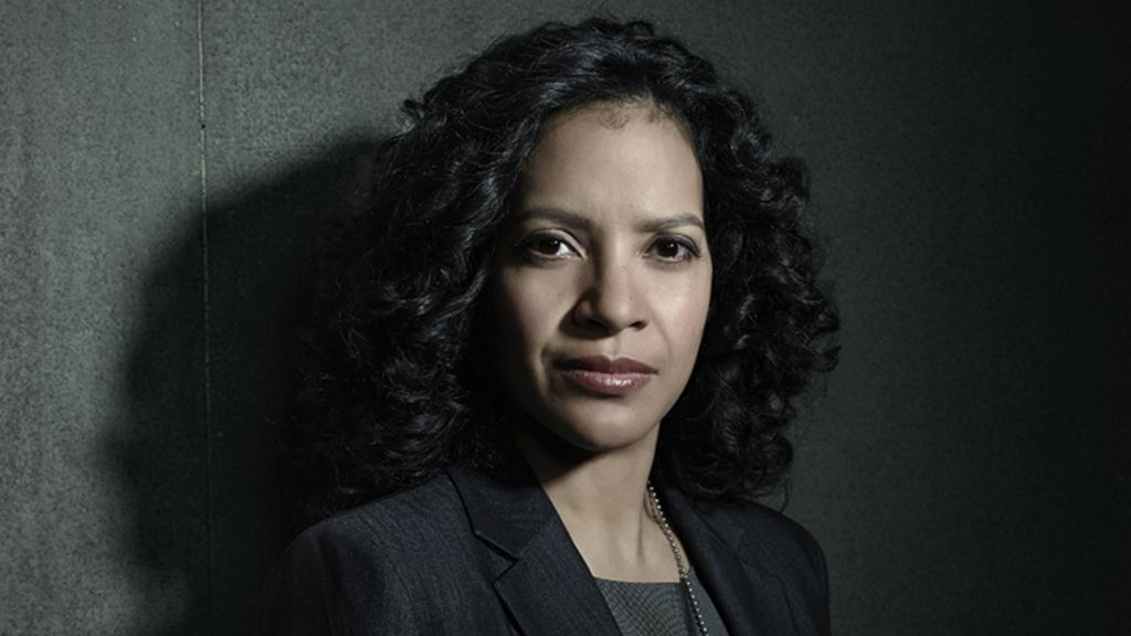 Zabryna Guevara es Sarah Essen