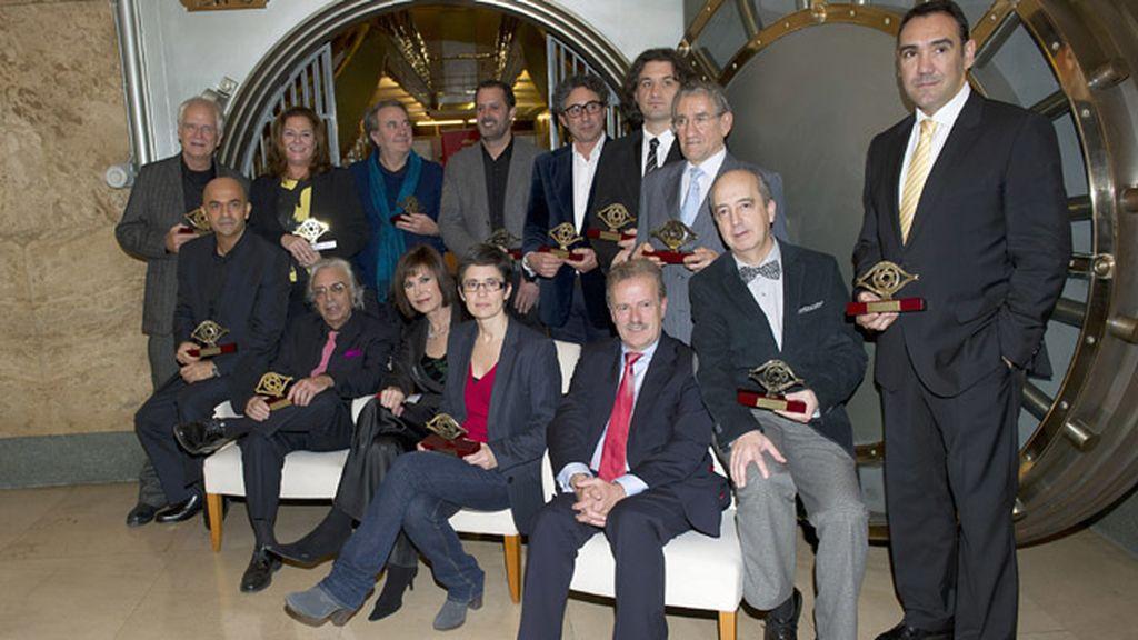 Ana Rosa Quintana entrega el premio de la Academia de Televisión al director de su programa, Juan Ramón Gonzalo