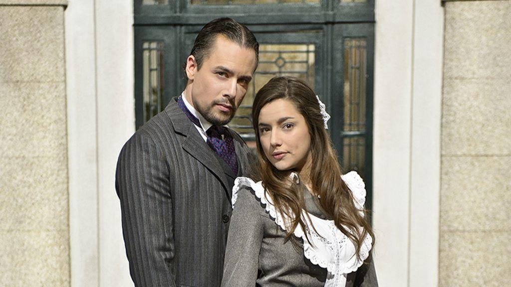 Germán (Roger Berruzo) y  Manuela (Sheyla Fariña)