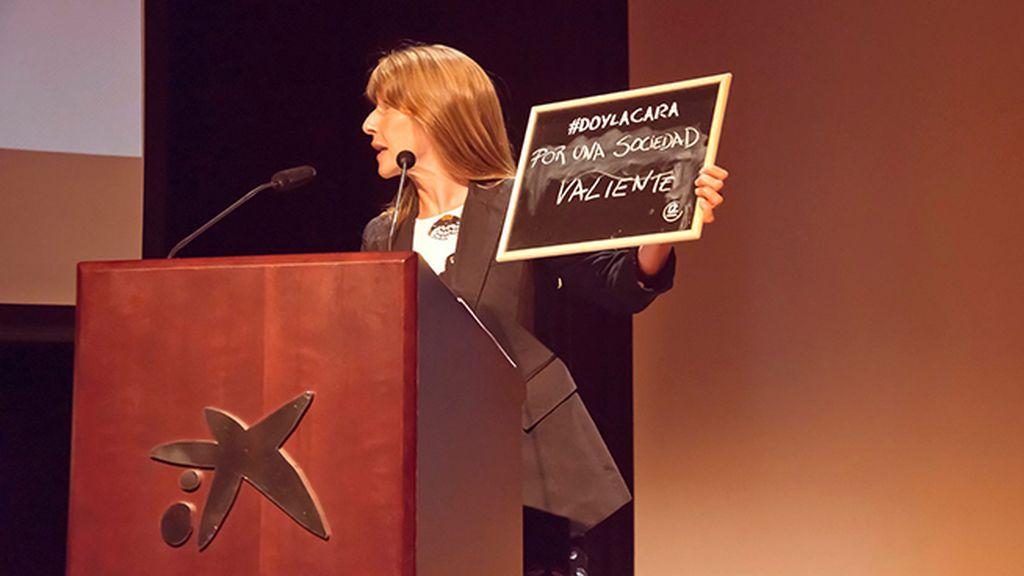 Malena Gómez Fridman, Subdirectora de Imagen Corporativa, fue la encargada de recoger los galardones