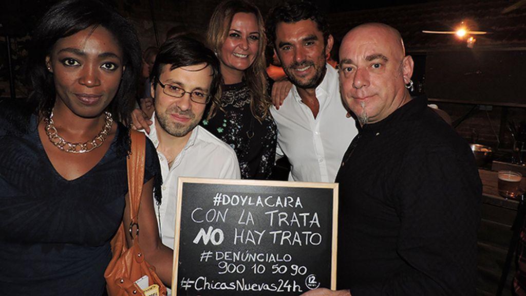 El equipo de la película y Francine Gálvez dan la cara en el estreno de 'Chicas Nuevas 24 Horas'