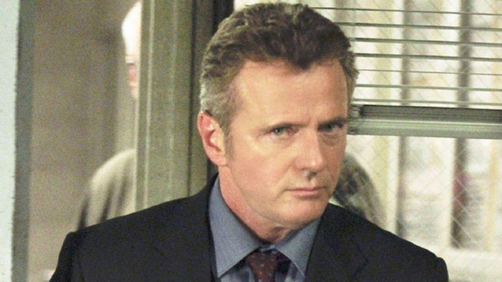 Aidan Quinn es Tommy Gregson