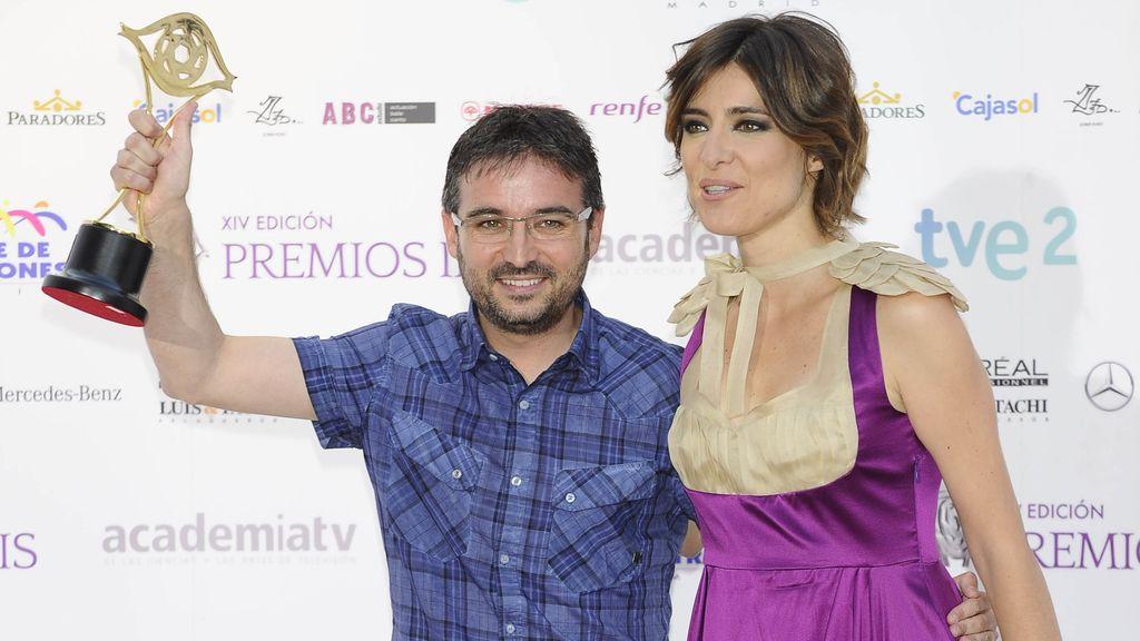 Sandra Barneda entrega a Jordi Évole el Iris a mejor reportero