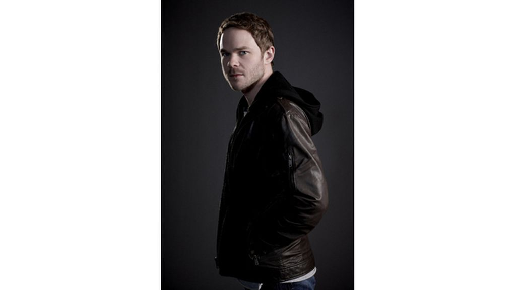 Shawn Ashmore es Mike Weston