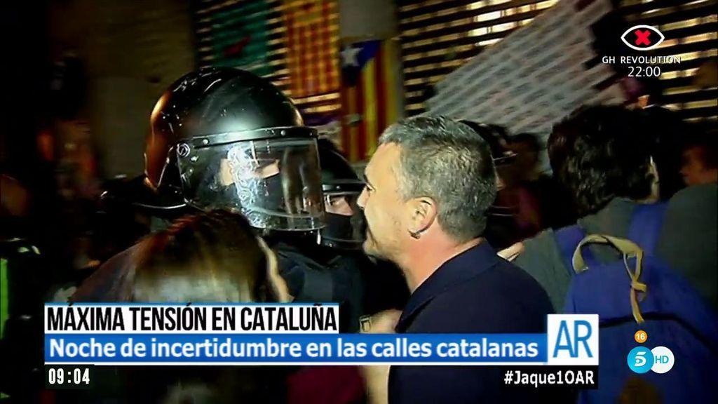 Coches destrozados y cargas policiales: así fue la noche de máxima tensión en Cataluña