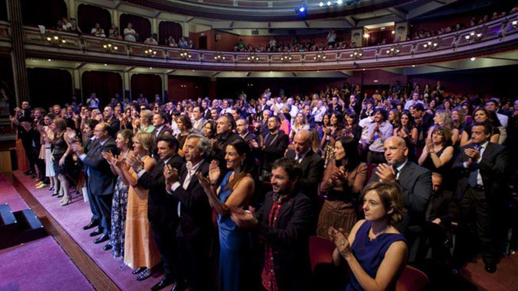 ... que el teatro recibió aplaudiendo en pie a Chicho Ibáñez Serrador