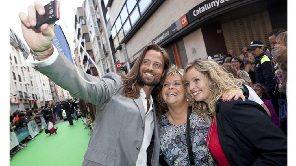 Los 'reyes' Michelle Jenner y Rodolfo Sancho desfilan ante sus fans por la alfombra verde