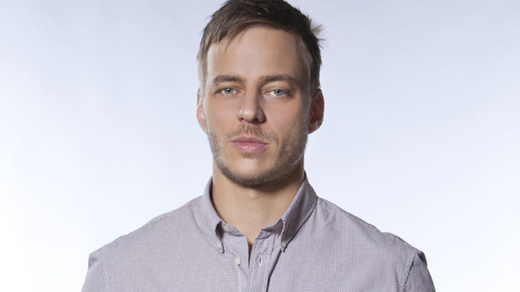 Tom Wlaschiha es Sebastian Berger