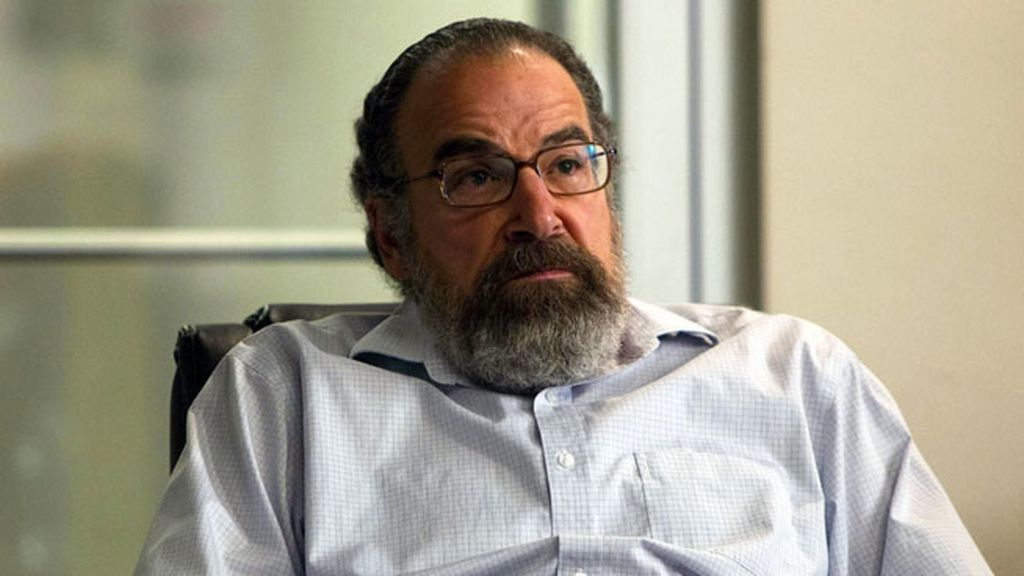 La CIA, mermada tras el ataque terrorista, busca desesperadamente a Brody