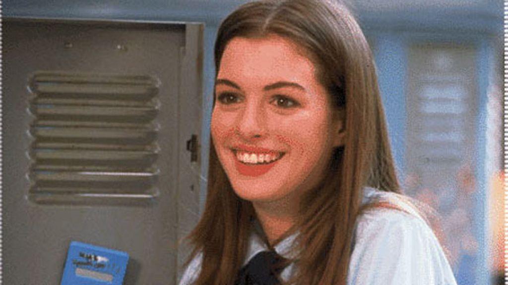 Anne Hathaway (candidata a mejor actriz secundaria por 'Los miserables'), en 'Asuntos de familia'