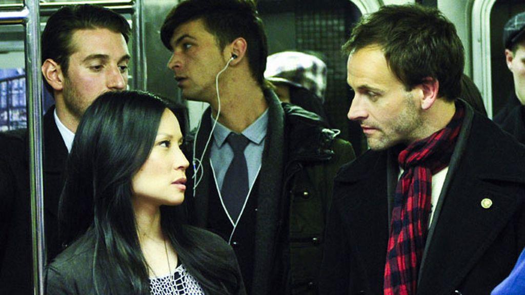 Jonny Lee Miller y Lucy Liu, como la doctora Watson, protagonizan la 'noche de detectives'