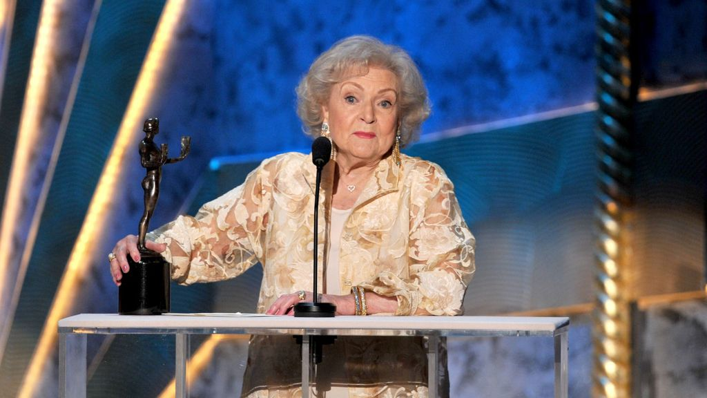 Betty White, mejor actriz de comedia por 'Hot in Cleveland'