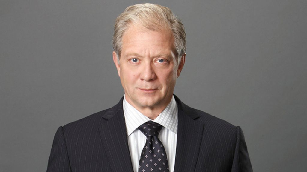 Jeff Perry es Cyrus Beene
