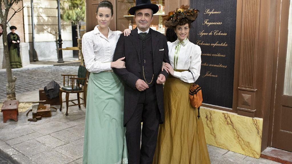 María Luisa (Cristina Abad), Ramón (Juanma Navas) y Trini (Anita del Rey), los Palacios