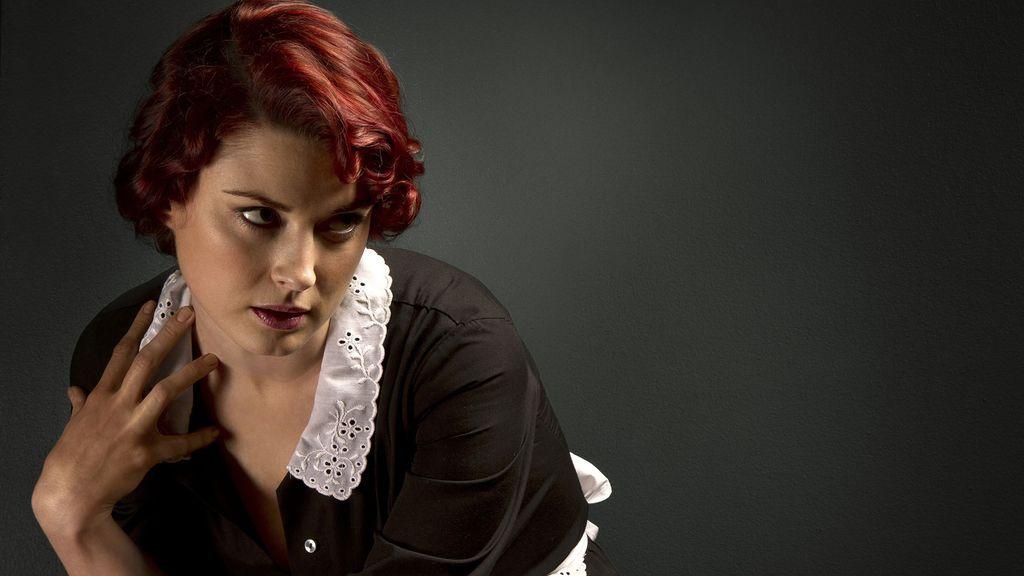Alexandra Breckenridge es Moira