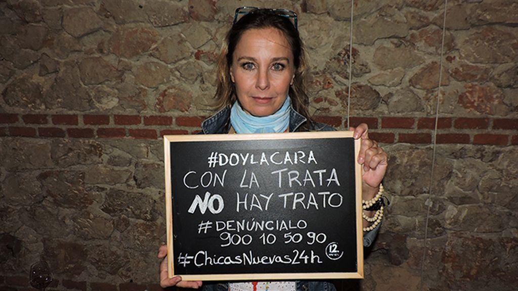 Natalia Dicenta la cara en el estreno de 'Chicas Nuevas 24 Horas'