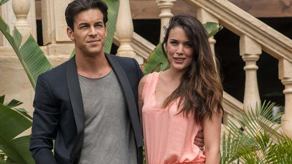 Mario Casas y Adriana Ugarte