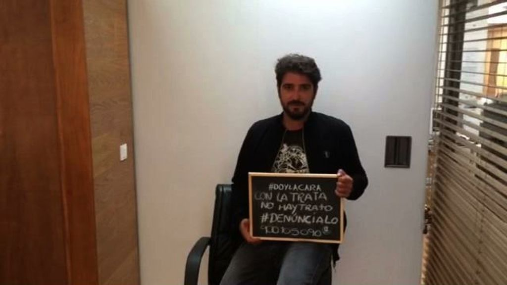 Antonio Orozco da la cara contra la trata
