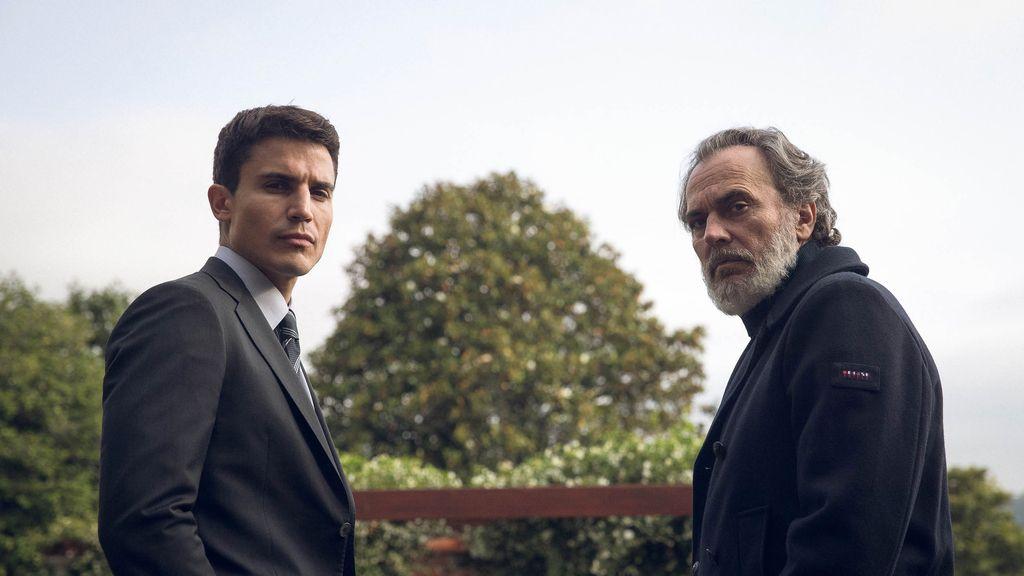 Álex González y Jose Coronado, en la serie 'Vivir sin permiso' de Telecinco