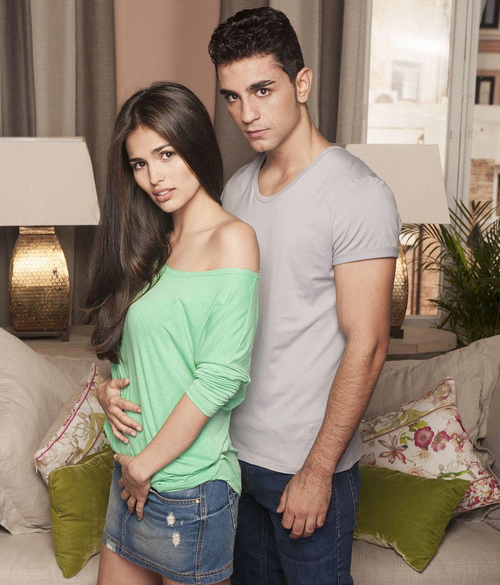 Caye (Sara Salamo) y Hugo (César Mateo), en la encrucijada