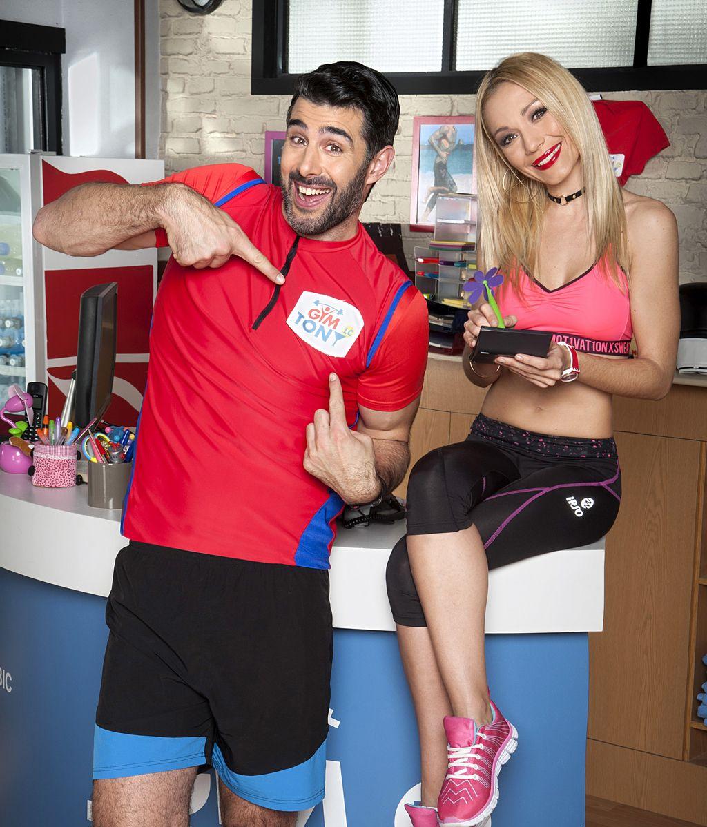 David Amor (Tito) y Sara Gómez (Mayka), en 'Gym Tony L.C.'
