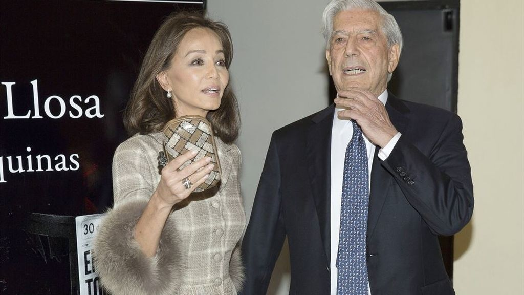Vargas Llosa presenta 'Cinco esquinas' con expectación de estrella del rock