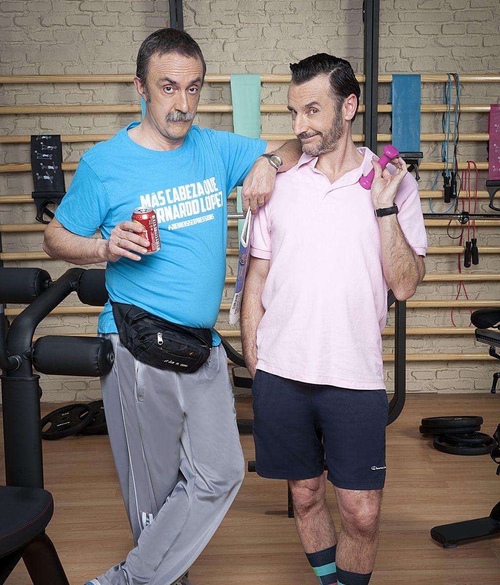 Santi Rodríguez (Velasco) y Carlos Chamarro (Julio), en 'Gym Tony L.C.'