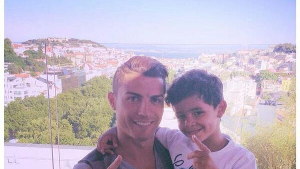 Cristiano Ronaldo y su hijo