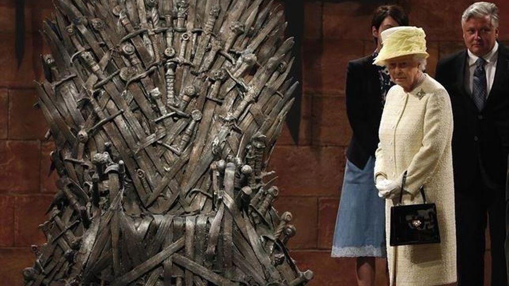 Isabel II en el set de Juego de tronos