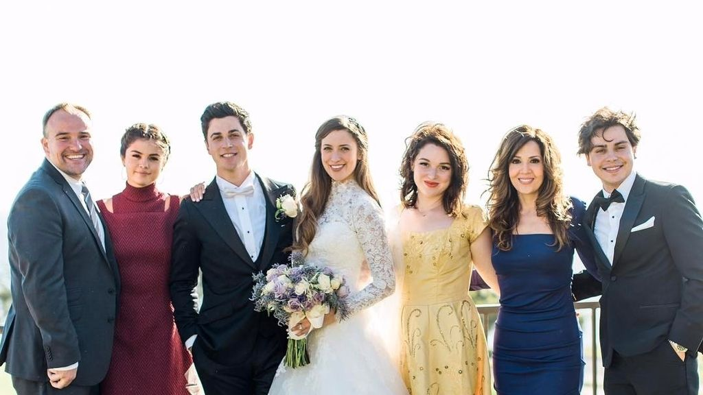 Elenco de 'Los magos de Waverly Place' en la boda de David Henrie