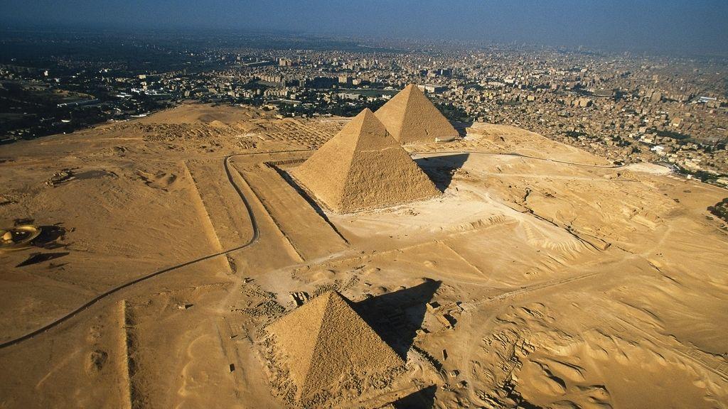 2002 pirámide Keops