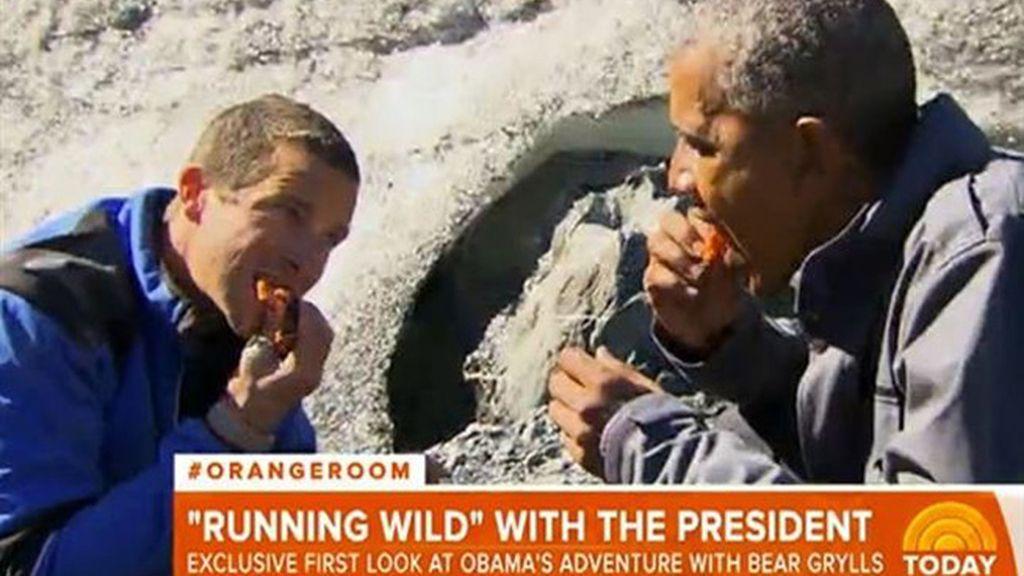 Obama 'sobrevive' en Alaska comiendo como un oso