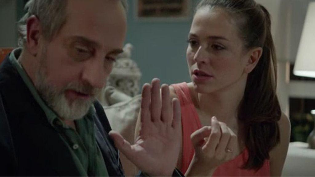 Clara es infiel a Pablo con el nuevo gestor de la revista