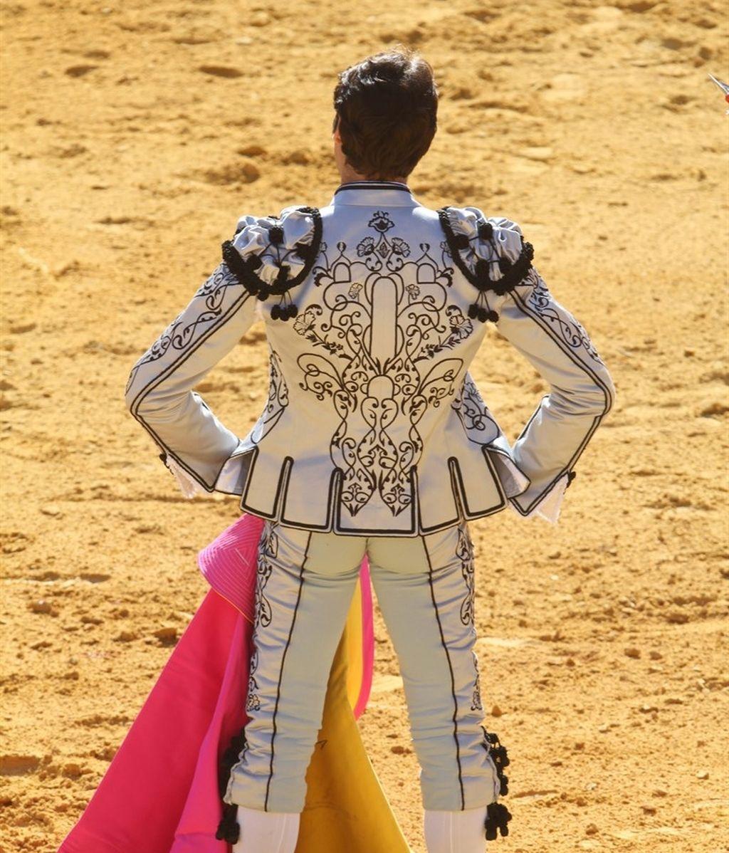 Cayetano Rivera traje