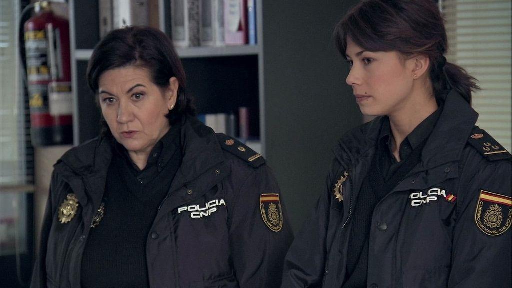 Claudia Miralles (Luisa Martín) y Alicia Ocaña (Andrea del Río), personajes de la serie de TVE 'Servir y proteger'