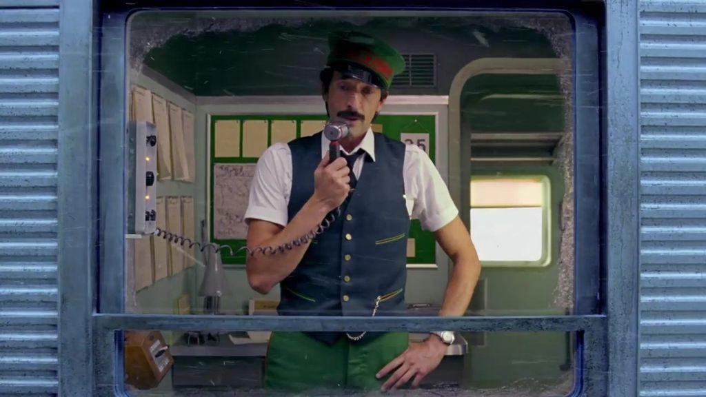 Adrien Brody se sube al tren de la Navidad de H&M