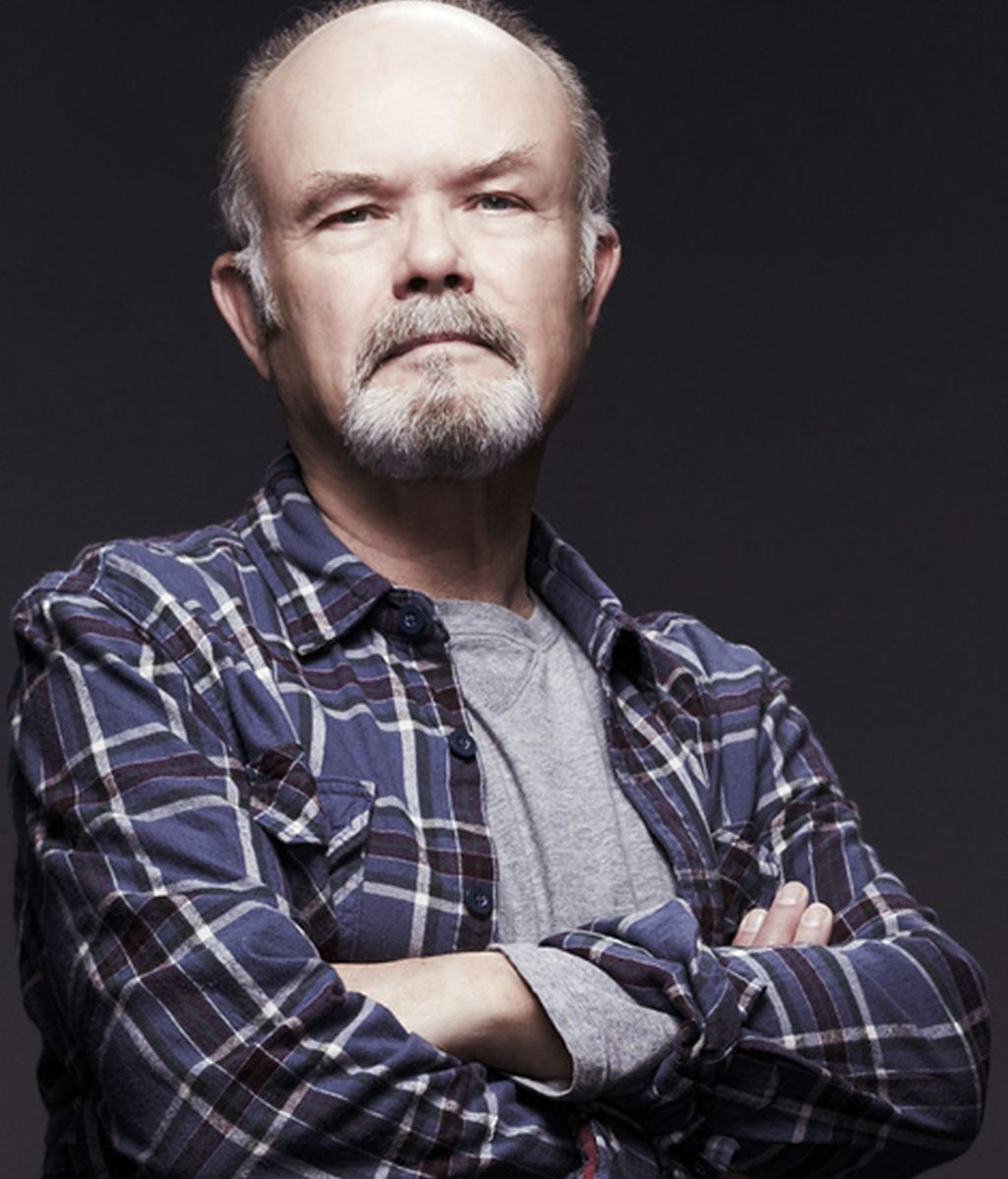 Kurtwood Smith es Henry Langston