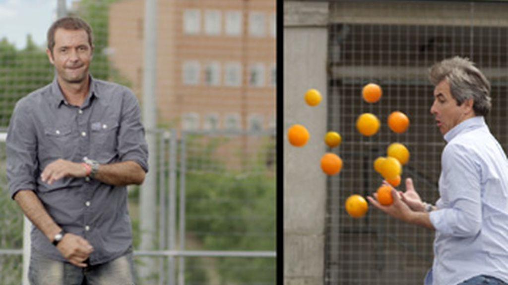 'Los Manolos', padrinos del 'balón solidario'