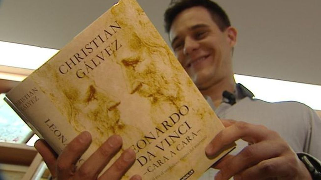 Christian Gálvez leyendo 'Leonardo da Vinci -cara a cara-'
