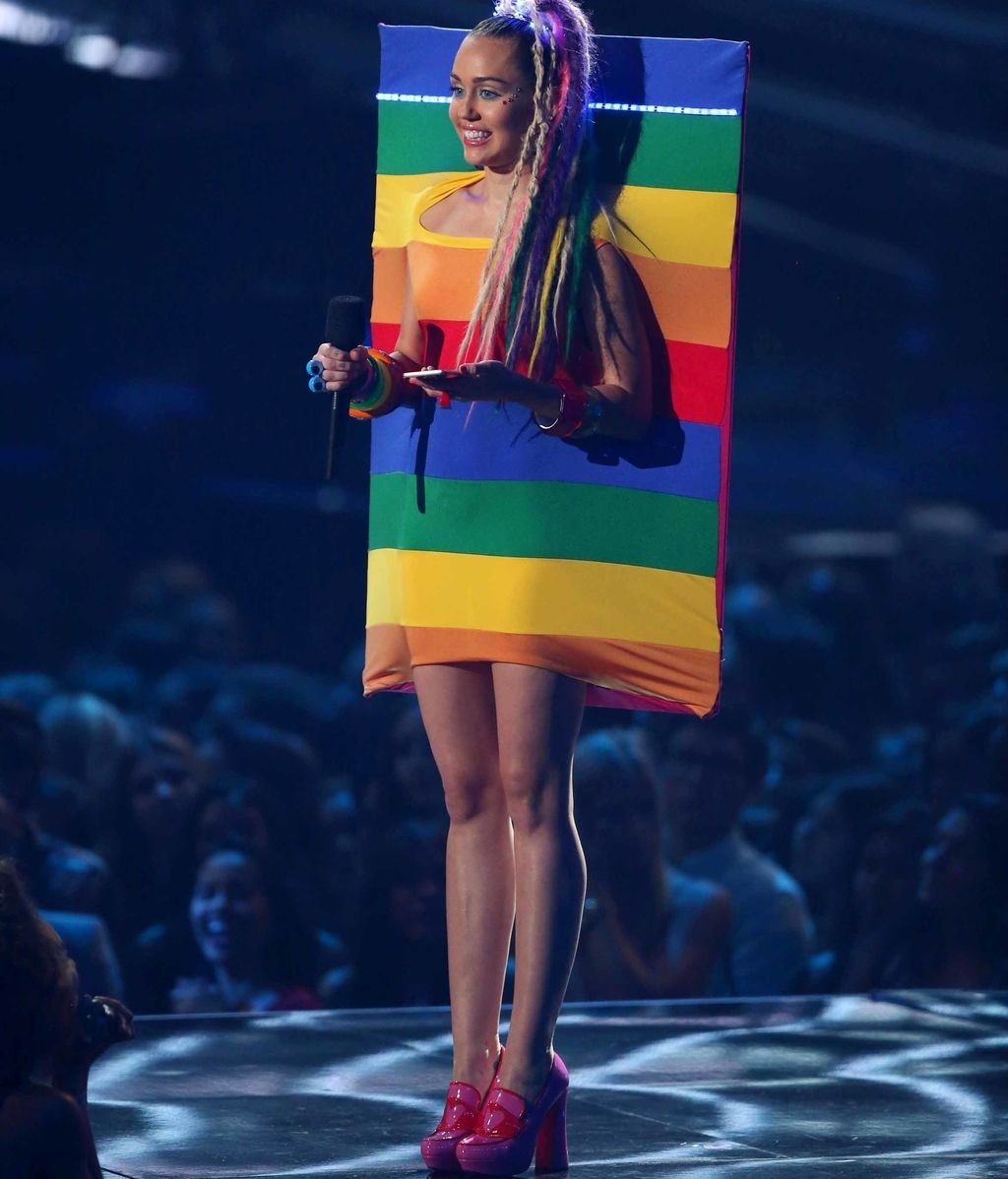 Miley Cyrus vestida por Ágatha Ruiz de la Prada