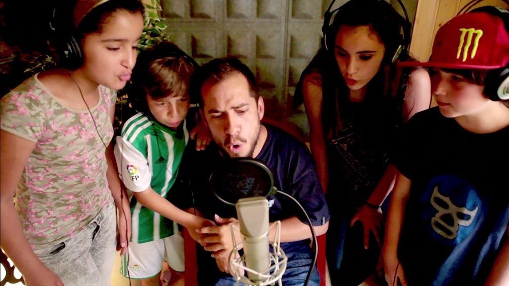 Descubre cómo se grabó 'Se buscan #valientes', el rap contra el acoso escolar