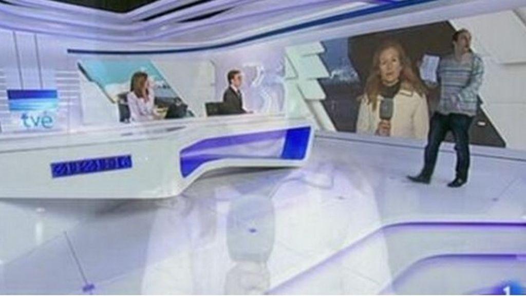 Carlos Díaz Fernández en el plató de informativos de TVE