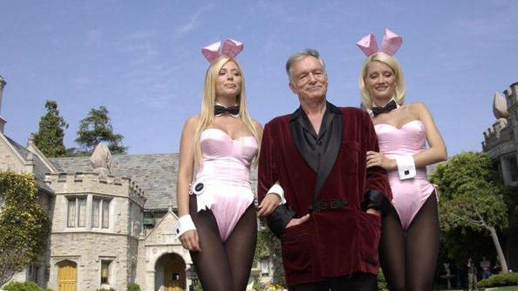 Hugh Hefner en su mansión de Playboy