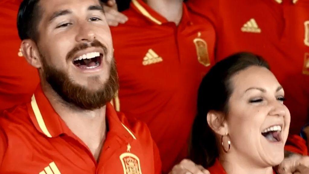 Sergio Ramos y Niña Pastori animan la Eurocopa 2016 con 'La Roja baila'